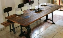 Esstisch aus Lärchenholz