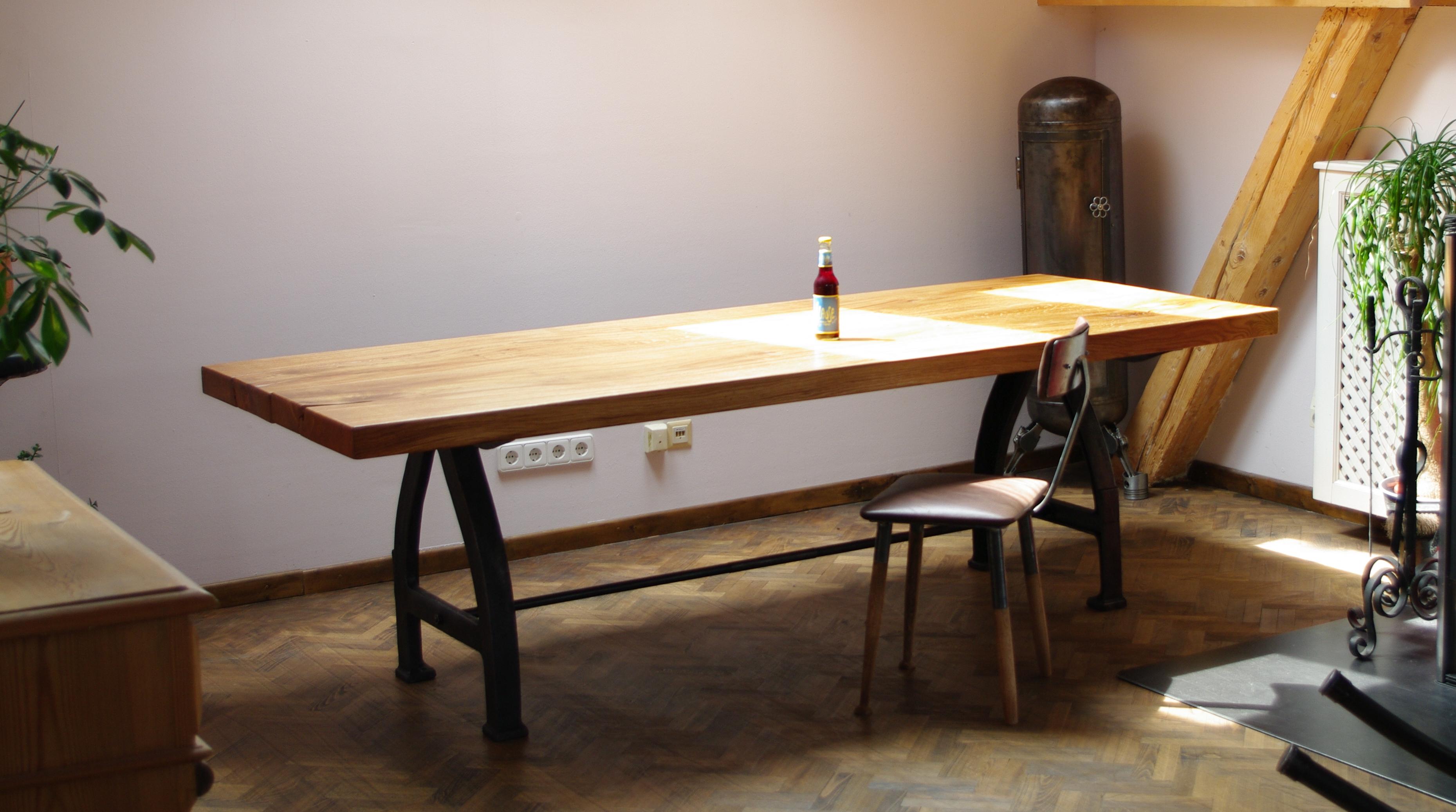 Großer Esstisch Mit Eichenplatte